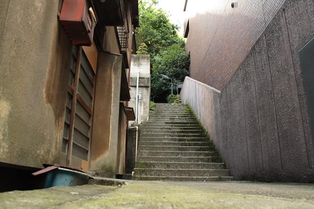 神谷町の民家の坂